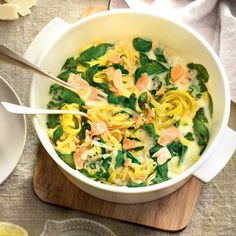 One Pan Pasta, One Pot Dinners, Easy Dinners, Salmon Pasta, Slimming Recipes, Batch Cooking, Food Photography, Nutrition, Healthy