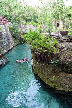 ¡Nada y refréscate en los ríos subterráneos de Xcaret!