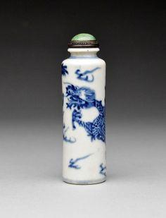 "A Blue and White Porcelain ""Pillar"" Snuff Bottle"