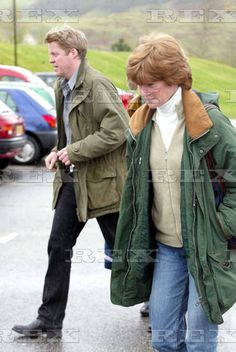 EARL SPENCER LEAVING OBAN HOSPITAL AFTER VISITING HIS SICK MOTHER, FRANCES SHAND KYDD,  WITH HIS ELDER SISTER, LADY SARAH SCOTLAND, BRITAIN - 23 APR 2004  EARL SPENCER  23 Apr 2004