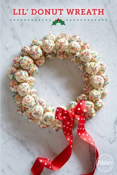 Love this adorable holiday centerpiece made with delicious Pillsbury® Funfetti® Lil' Donuts. #lildonutspromo