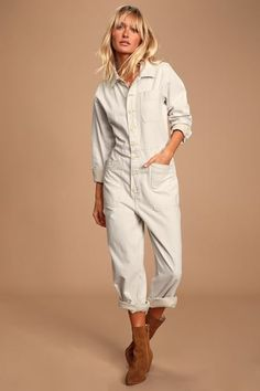 The Free People Gia Ivory Long Sleeve Coverall Jumpsuit has us feeling ready for anything! Denim coverall jumpsuit with long sleeves and patch pockets. Rompers Dressy, Cute Rompers, Strapless Jumpsuit, Denim Jumpsuit, Comfy Casual, Jumpsuits For Women, Long Sleeve, Outfit, Sleeves