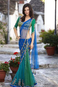 blue and green saree! Love this saree blouse! Indian Designer Suits, Indian Designers, Designer Wear, Bollywood Saree, Bollywood Fashion, Green Sari, Saree Dress, Saree Blouse, Indian Silk Sarees