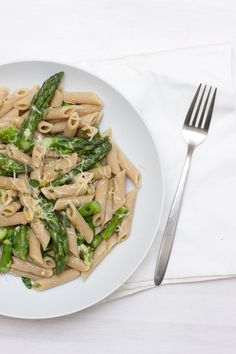 For an easy and deliciously fresh home office lunch recipe make this asparagus lemon pasta. It's quick and oh so good! Lemon Asparagus, Lemon Pasta, Look What I Made, Lunch Recipes, Home Office, Risotto, Food To Make, Vegetables, Healthy
