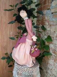 Linda boneca decorativa que pode ser usada como peso de porta. R$120,00