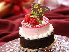 Dicas de como fazer mini bolos decorados passo a passo https://autonomobrasil.com/mini-bolos-decorados/