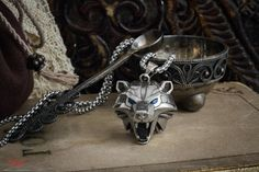 Gamer jewelry bear medalion high quality!   Brand new highly detailed, Bear amulet. From fans to fans!