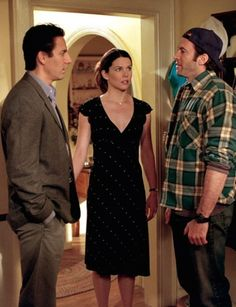 "Gilmore Girls ""Love, Daisies and Troubadours"" S1EP21"
