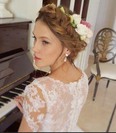 Bridal spring inspiration. Loosen  Dutch  braid crown with fresh flowers..... www.marketazuares.com