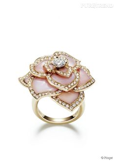 PHOTOS - Bague Piaget Rose Passion. Bague en or rose 18k, sertie de 156 diamants taille brillant, d'un diamant ta...