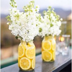 Such a cute summer table decoration - should put PVC inside the vase so you don't have to fight with lemons and stems at the same time
