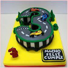 Resultado de imagen para tortas infantiles para varones 3 años con autos