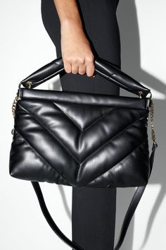 So you've got a taste for quilted handbags. Well, quilted purses hold an unique location in today's extremely innovative fashion industry. Quilted Handbags, Fall Handbags, Quilted Bag, Luxury Handbags, Purses And Handbags, Leather Handbags, Leather Bags, Fossil Handbags, Luxury Purses