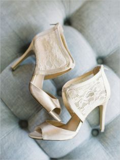 White and lace wedding shoes for the most discerning bride. Classy and pretty, we love them. What kind of shoes will you wear?