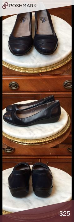 Brand new Navy Blue Shoes Brand new Dark navy blue life stride shoes.  Memory foam for total comfort! 🌻 Life Stride Shoes Flats & Loafers