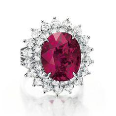 Bague Cartier http://www.vogue.fr/joaillerie/news-joaillerie/diaporama/magnificent-jewels-christie-s-new-york-diamants-cartier-verdura-david-webb-tiffany-co/12632/image/743494#!magnificent-jewels-christie-039-s-new-york-diamant-rubis-cartier