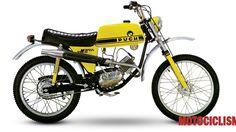Triumph Motorcycles, Cars And Motorcycles, Enduro Motocross, Motocross Racing, Vespa Vintage, Vintage Bikes, Ducati, Puch Moped, Motos Vespa