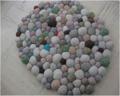 "DIY felted ""stone"" rug from old sweaters Diy Arts And Crafts, Diy Crafts, Stone Rug, Felt Ball Rug, Painting Carpet, Diy Carpet, Carpet Ideas, Carpet Trends, Stair Carpet"
