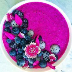 "10.9k Likes, 122 Comments - Let's Cook Vegan (@letscookvegan) on Instagram: ""Blue spirulina smoothie bowl  by @alenafoodphoto Blend together 3 frozen bananas, 1/2 cup of…"""