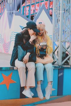 uzzlang couple boy x boy . South Korean Girls, Korean Girl Groups, Couple Aesthetic, Fandom, Bubbline, Olivia Hye, I Love Girls, Lomography, Magical Girl