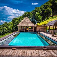 Piscina pă Coastă, raiul de pe acoperișul lumii, despre care n-ai crede că e în România Romania Travel, Roman Holiday, Travel Memories, Bora Bora, Dream Vacations, Mauritius, Tourism, Beautiful Places, Dubai