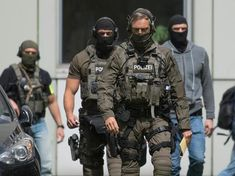 Airsoft hub is a social network that connects people with a passion for airsoft. Talk about the latest airsoft guns, tactical gear or simply share with others on this network Military Gear, Military Police, Military Weapons, Military Fashion, Tactical Uniforms, Tactical Gear, Airsoft Gear, Law Enforcement Jobs, German Police