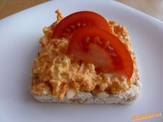 Vajíčková pomazánka s mrkví lehká svačinka | Mimibazar.cz Carrot Cream, Cream Cheese Spreads, Appetizer Dips, Risotto, Onion, Carrots, Fish, Baking, Ethnic Recipes