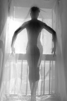 Fotógrafa revela delicadezas do nu masculino em trabalho focado na diversidade