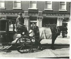 Guinness deliveries in Dublin. Ireland Pictures, Old Pictures, Old Photos, Dublin Street, Dublin City, Old Irish, Irish Celtic, Ivy Rose, Photo Engraving