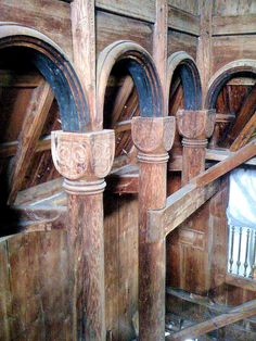 Note how the Norwegians achieved Roman-style architecture in their wooden craftsmanship by constructing and sculpting columns, capitals and semi-circular arches. This photo only: Marlene Wilson. Urnes stavkyrkje