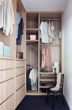 Style mais j'aime mieux quand les tiroirs sont au fond et pôles sur le côté (look plus clean)