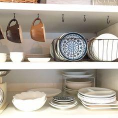 Riiさんの、キッチン,キッチン棚,100均,コップ,カフェ風,セリア,見せる収納,ワイヤーカゴ,お皿ディスプレイ,のお部屋写真