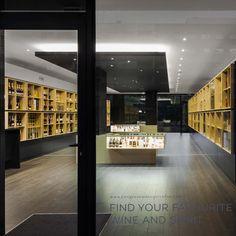 'Bottles' Congress' store by Tiago do Vale Arquitectos in Braga, Portugal. #morfae #tiagodovalearquitectos #joaomorgado #interiordesign
