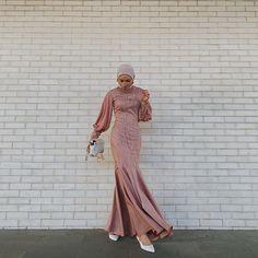 Muslim Fashion, Hijab Fashion, Fashion Dresses, Model Kebaya Modern, Hijab Dress Party, Dress Brokat, Bridesmaid Dresses With Sleeves, Casual Hijab Outfit, Modest Outfits