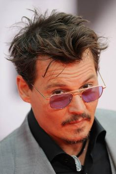 Sexy Depp Look♥ - johnny-depp Photo Johnny Depp Glasses, Johnny Depp Fans, Here's Johnny, Johnny Depp Images, Johnny Depp Pictures, Kentucky, Mirrored Sunglasses, Round Sunglasses, Johny Depp