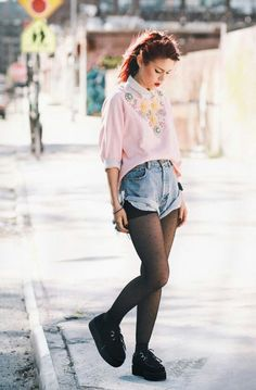 Love her style! Outfits Jeans, Rock Outfits, Girl Outfits, Grunge Fashion, Cute Fashion, Fashion Models, Womens Fashion, Saint Laurent, Tory Burch