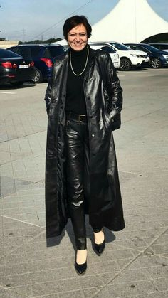 Long Leather Coat, Leather Trench Coat, Black Faux Leather, Leather Pants, Trench Coat Outfit, Leder Outfits, Leather Dresses, Leggings, Fall Outfits