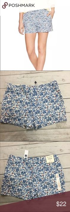 "Gap City Shorts Floral Pattern Cotton NWT Beautiful 100% cotton shorts from Gap NWT. Fun shorts for summer ! They sit below waist, fitted through the hip and thigh  🔹slant hand pockets 🔹rear pockets 🔹hook and bar closure with zip-fly 🔹belt loops 🔹3"" inseam 🔹floral pattern GAP Shorts"