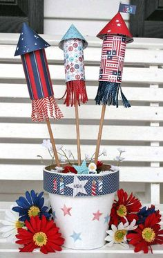 44 Best DIY Of July Decoration Ideas To WOW Your Guests. The summer holiday season is finally upon us. Fourth of July decorations really help to show off your patriotic spirit with red, white, and. Patriotic Crafts, Patriotic Party, July Crafts, Summer Crafts, Holiday Crafts, Crafts For Kids, Fourth Of July Decor, 4th Of July Celebration, 4th Of July Decorations