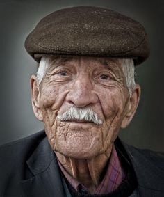 The Best Beauty Tips For People Of All Ages. A good beauty routine should be relaxing and pleasant. Now you can try some new beauty techniques with co Old Man Portrait, Photo Portrait, Portrait Photography, Eric Lafforgue, Old Age Makeup, Steve Mccurry, Old Faces, Portraits, Portrait Images
