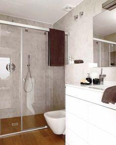Una ducha a ras de suelo UN CUARTO DE BAÑO CON DUCHA DE 5,8 M²