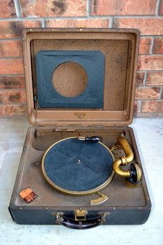 Absolutely beautiful 1920's Portable Victrola Record Player!!!