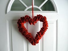 Felt Circle Valentine Heart Wreath. Easy to put together, if you can stand cutting out all the felt circles! Well Worth the Effort!