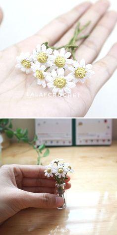 Crochet Daisy, Thread Crochet, Cute Crochet, Crochet Motif, Crochet Yarn, Crochet Hooks, Crochet Patterns, Yarn Flowers, Tiny Flowers