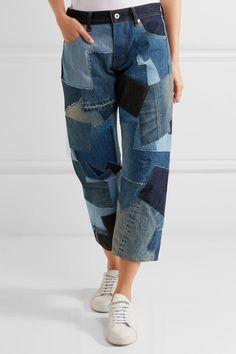 Jean bleu ton sur ton, cuir noir Bouton apparent et fermeture à glissière dissimulée sur le devant 100 % coton ; finitions : 100 % cuir Lavage en machine Fabriqué au Japon