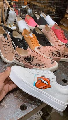 #Draw #Art #Sneaker #FieverOficial #MakeYourOwn Air Force Sneakers, Nike Air Force, Sneakers Nike, Make Your Own, Converse, Draw, Shoes, Nike Tennis, Zapatos