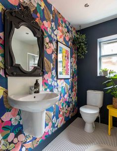 For the Home Bold floral wallpaper and dark blue painted accent wall in the bathroom Kitchen Improve Modern Floral Wallpaper, Bold Wallpaper, Tropical Wallpaper, Colorful Wallpaper, Small Bathroom Wallpaper, Eclectic Wallpaper, Powder Room Wallpaper, Wallpaper For House, Wallpaper Toilet
