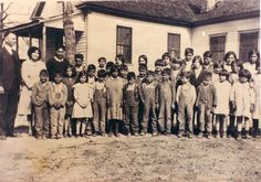 Catawba students - circa 1910 Indian Tribes, Native American Tribes, Native Americans, Catawba Indians, Catawba River, Indian English, Indian Heritage, Cherokee, South Carolina