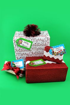 Which present under the tree is your little one's? Mark it with their favorite Nick Jr. friend.