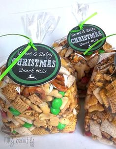 This sweet and salty snack mix is perfect for gift giving! Find out how I made it, plus get the free printable labels at diy beautify!